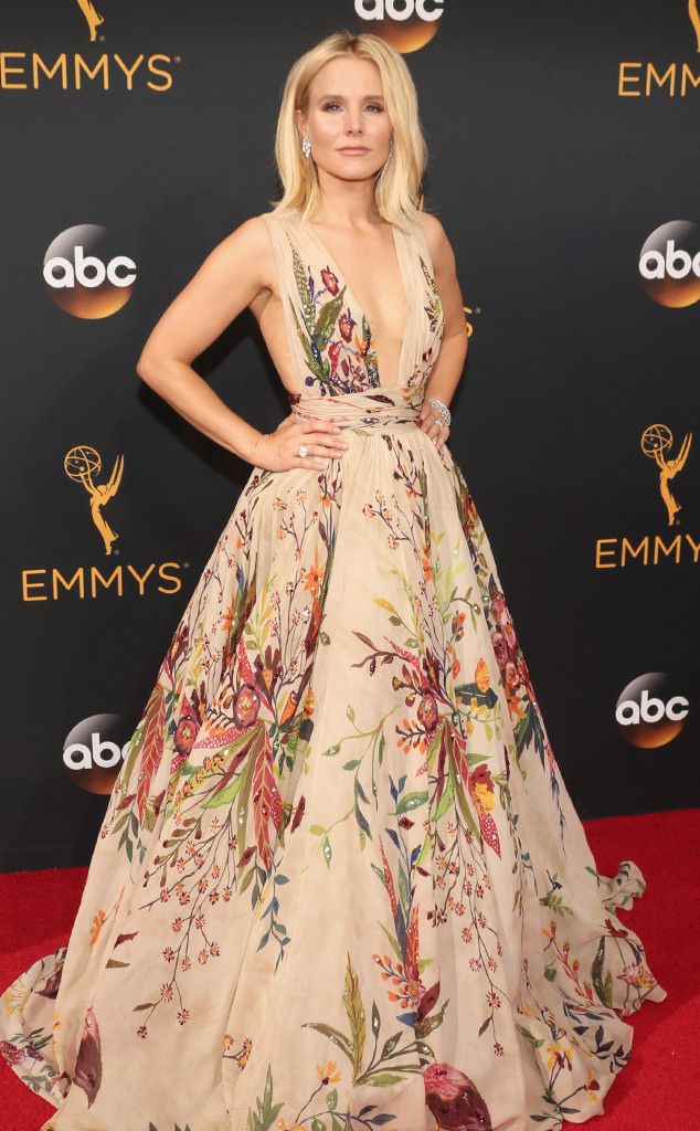 Emmy-Awards-Arrivals-Kristen-Bell