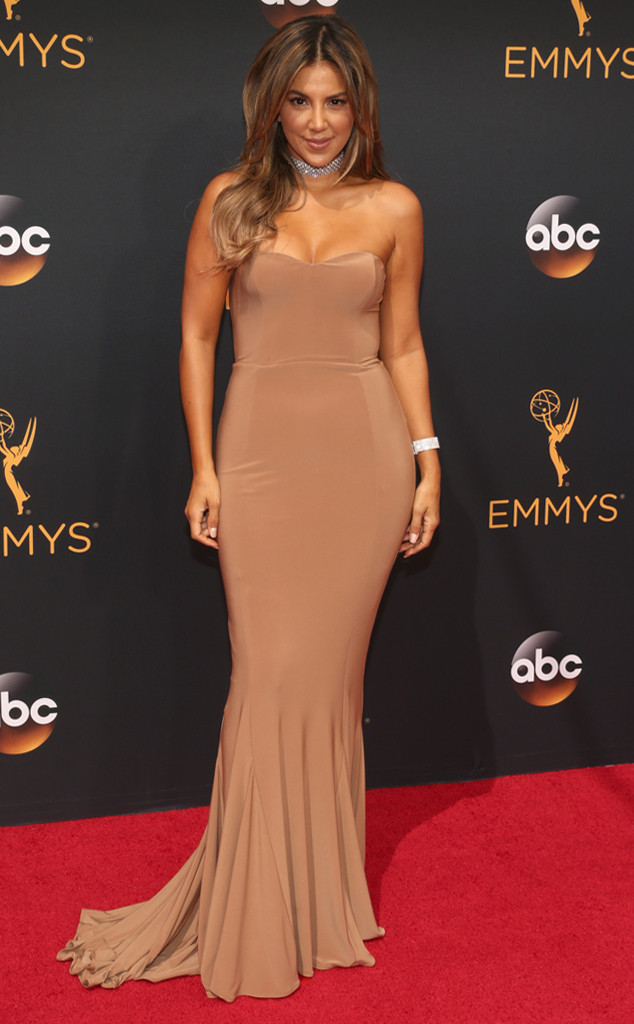 emmy-awards-arrivals-liz-hernandez-2016
