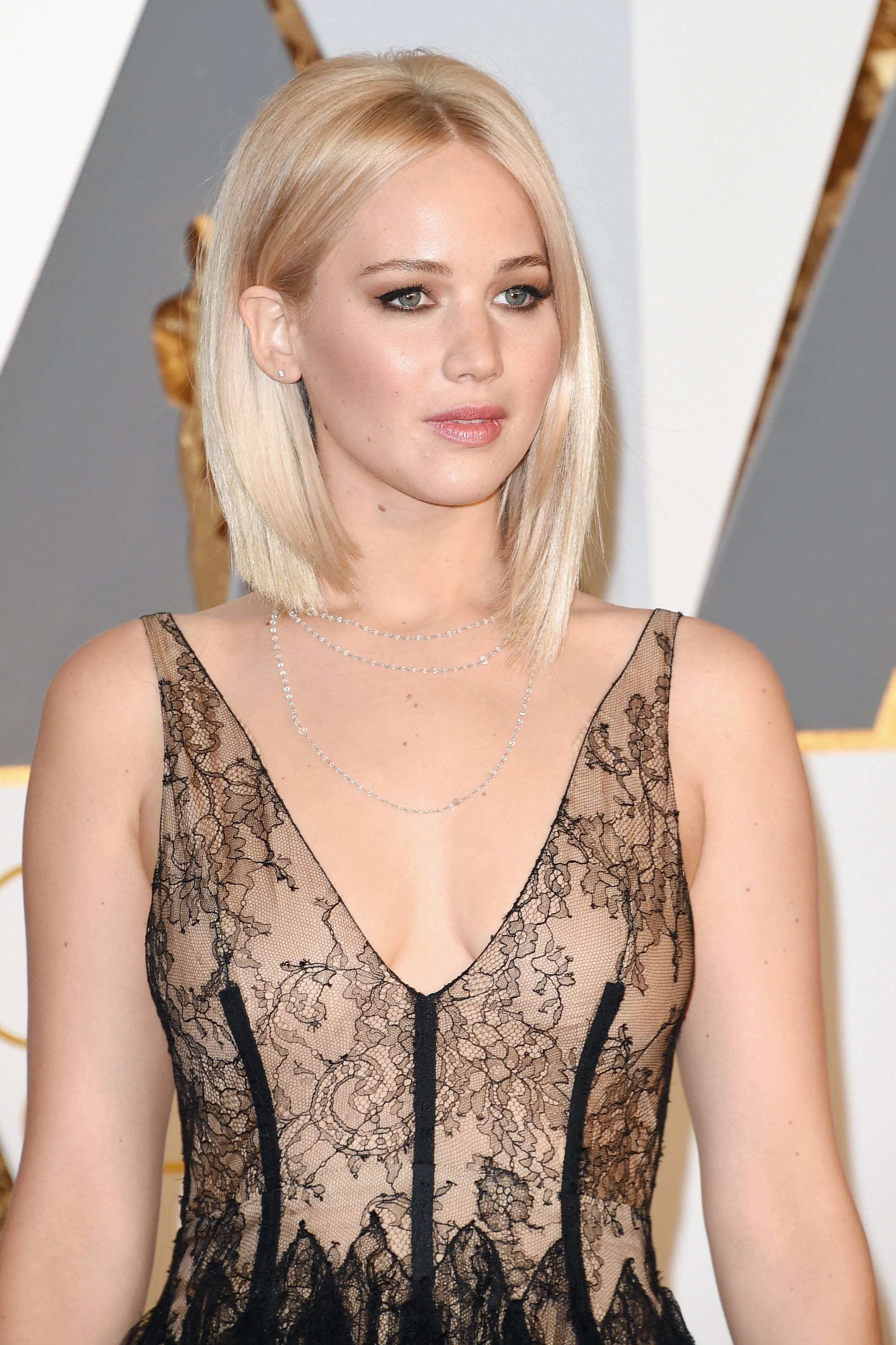 2016-oscars-best-beauty-jennifer-lawrence