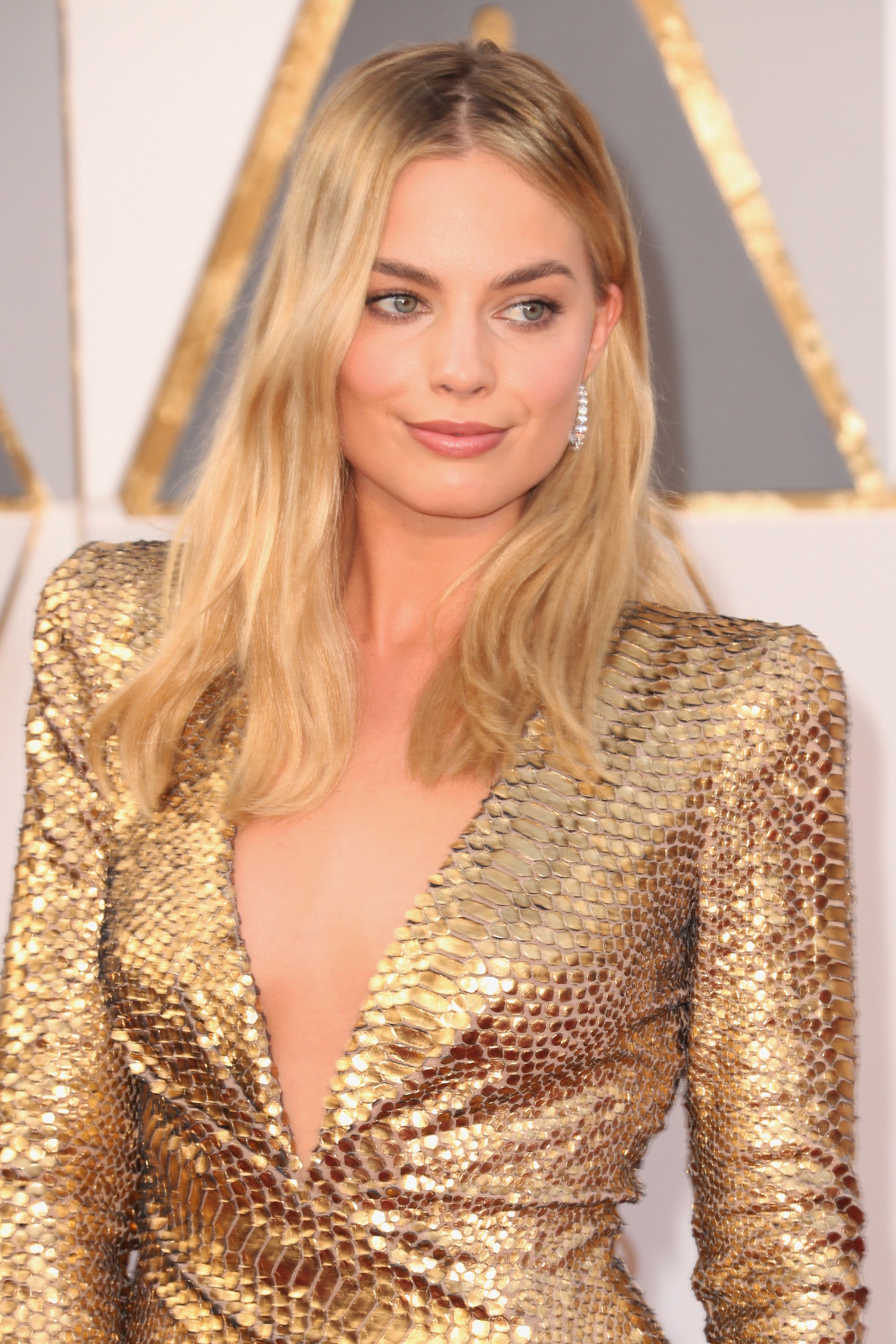 2016-oscars-best-beauty-margot-robbie