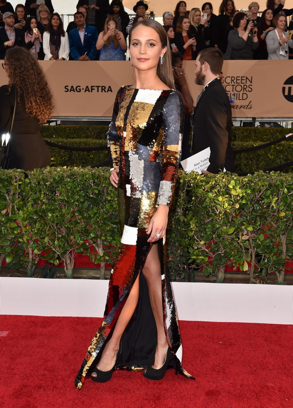 SAG-Awards-2016-Red-Carpet-alicia-vikander