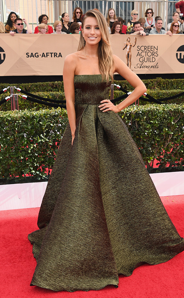 Renee-Bargh-SAG-Awards-Arrivals-Los-Angeles.kg.012917