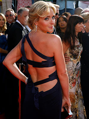 Jane-Krakowski-backless-dress-Emmys-2008.