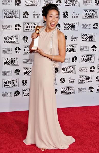 Sandra-Oh_Golden-Globe-red-carpet