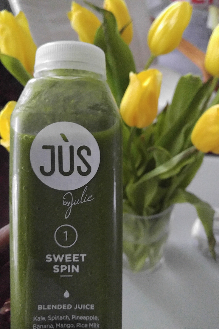 Juice cleanses are a great way to start a new season, jumpstart your weight loss, or reset your eating habits. JUS by Julie makes delicious blended juices and they're delivered straight to your door. #juicecleanse #juicing #diet #wellness #health #selfcare