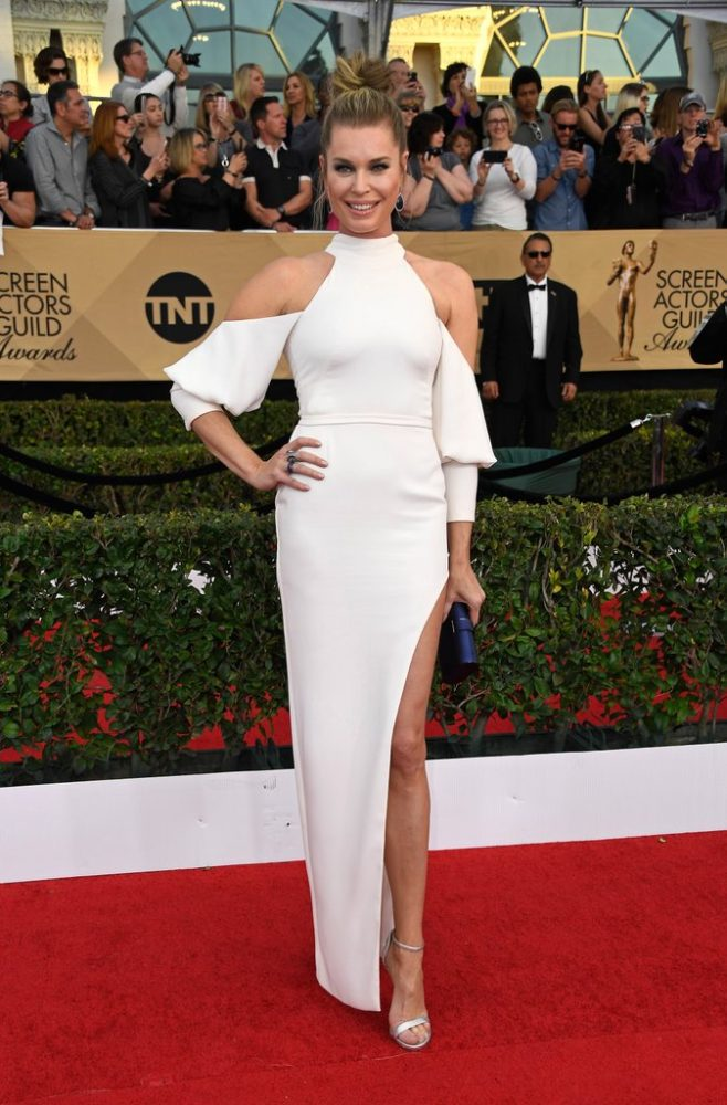2017-sag-awards-red-carpet-rebecca-romijn