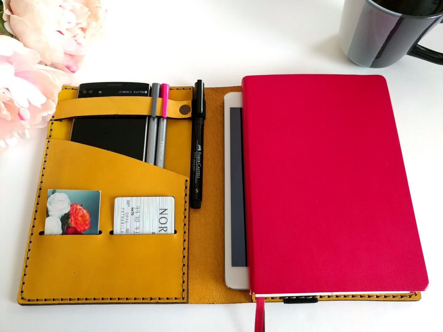 galen-leather-leuchtturm-cover-yellow