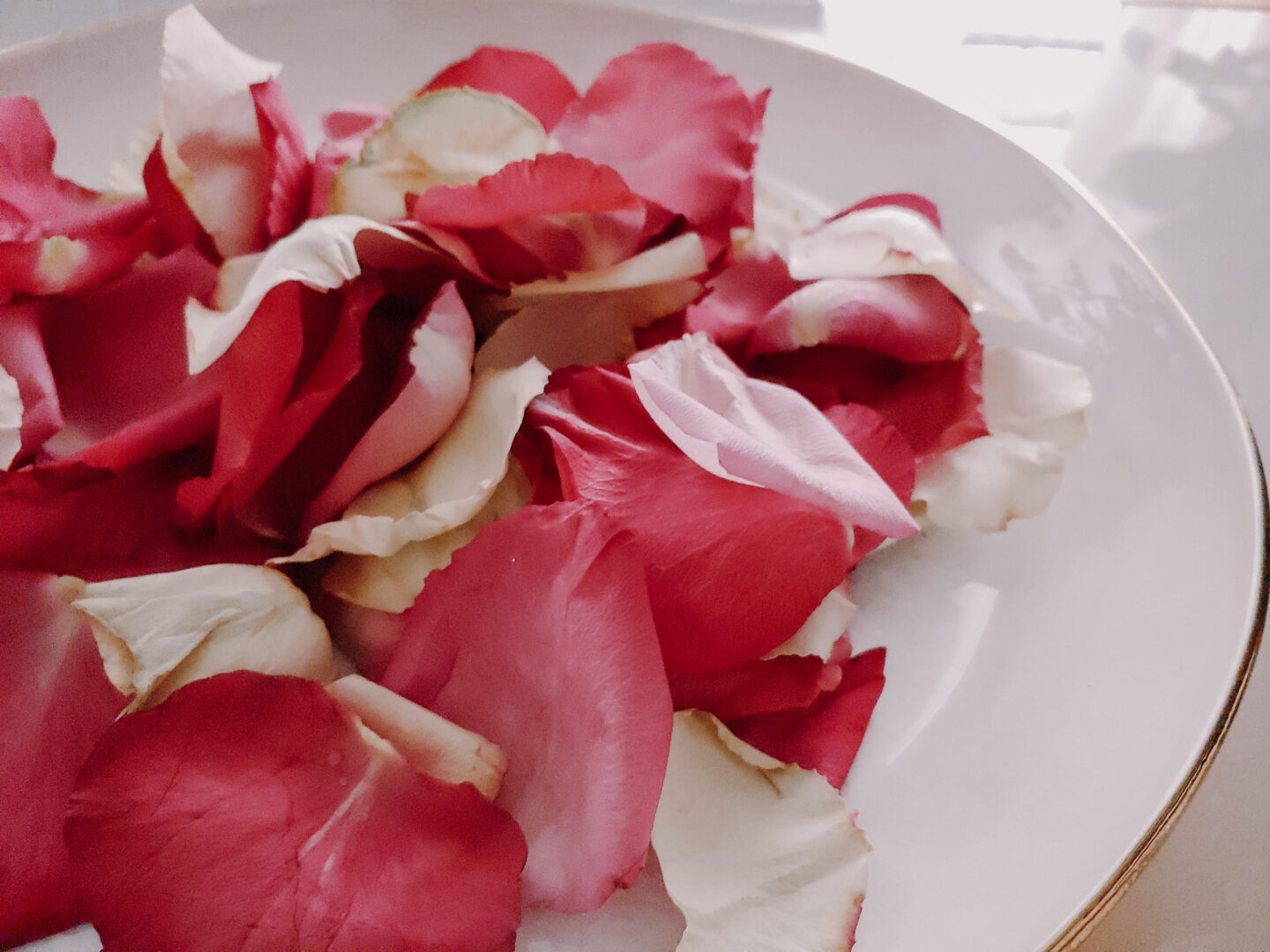 rose petals in a plate create an additional flower feature